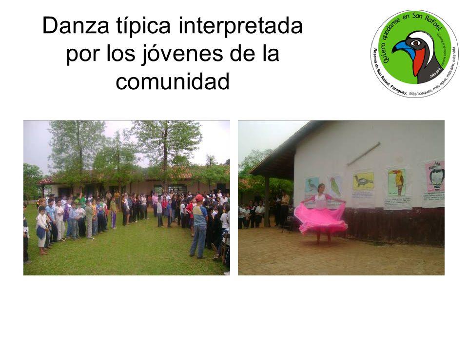 Danza típica interpretada por los jóvenes de la comunidad