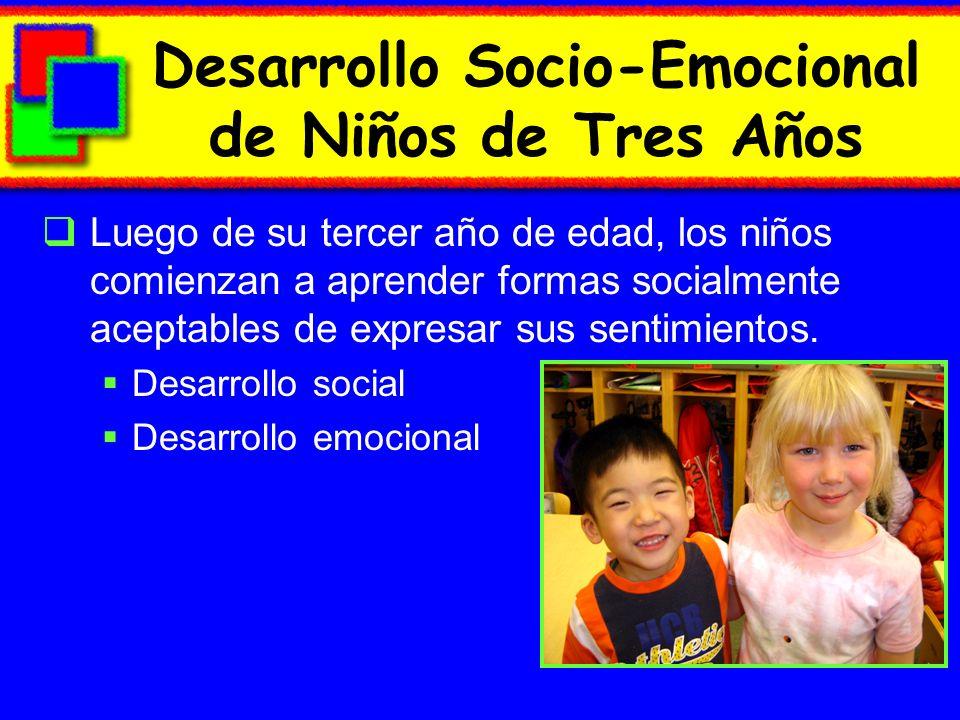 Desarrollo Socio-Emocional de Niños de Tres Años Luego de su tercer año de edad, los niños comienzan a aprender formas socialmente aceptables de expresar sus sentimientos.
