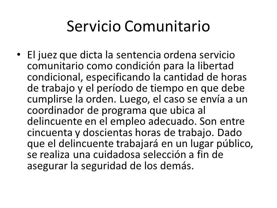 Servicio Comunitario El juez que dicta la sentencia ordena servicio comunitario como condición para la libertad condicional, especificando la cantidad