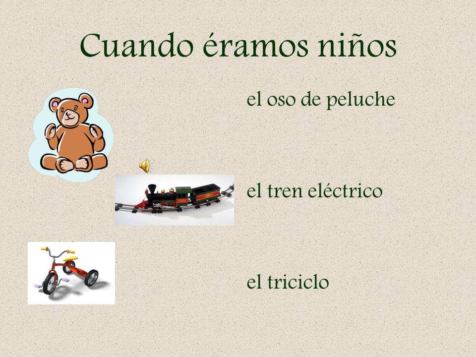 Cuando éramos niños el oso de peluche el tren eléctrico el triciclo