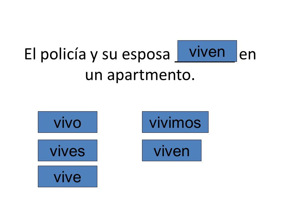 El policía y su esposa _______ en un apartmento. vivo vives vive vivimos viven