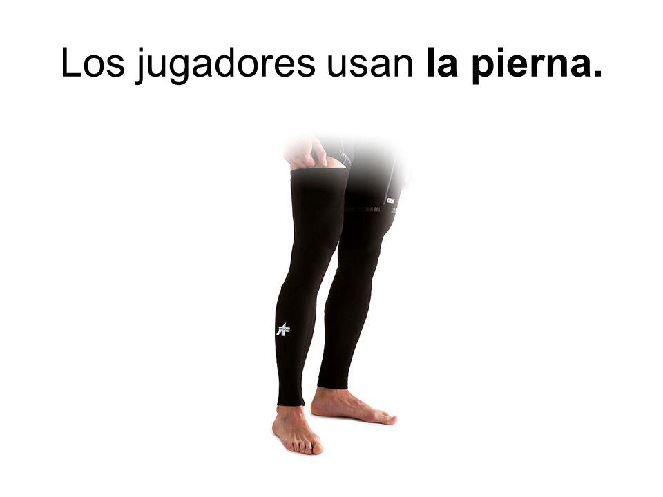 Los jugadores usan la pierna.