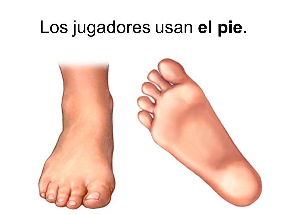 Los jugadores usan el pie.