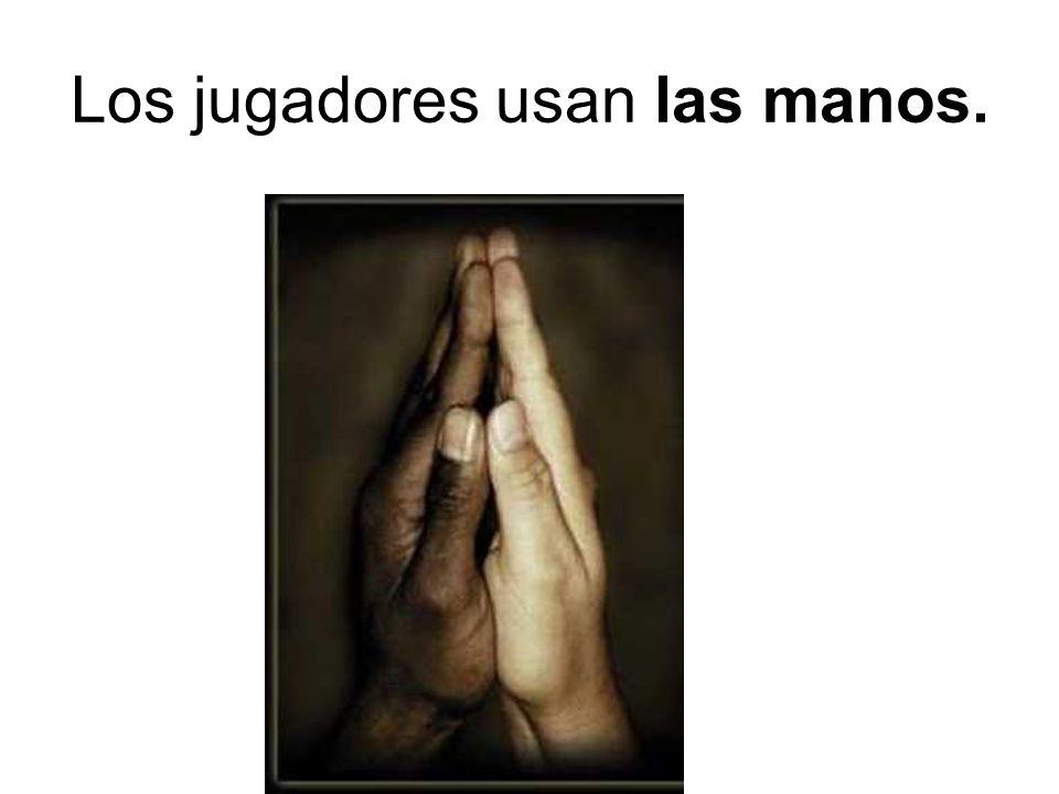 Los jugadores usan las manos.