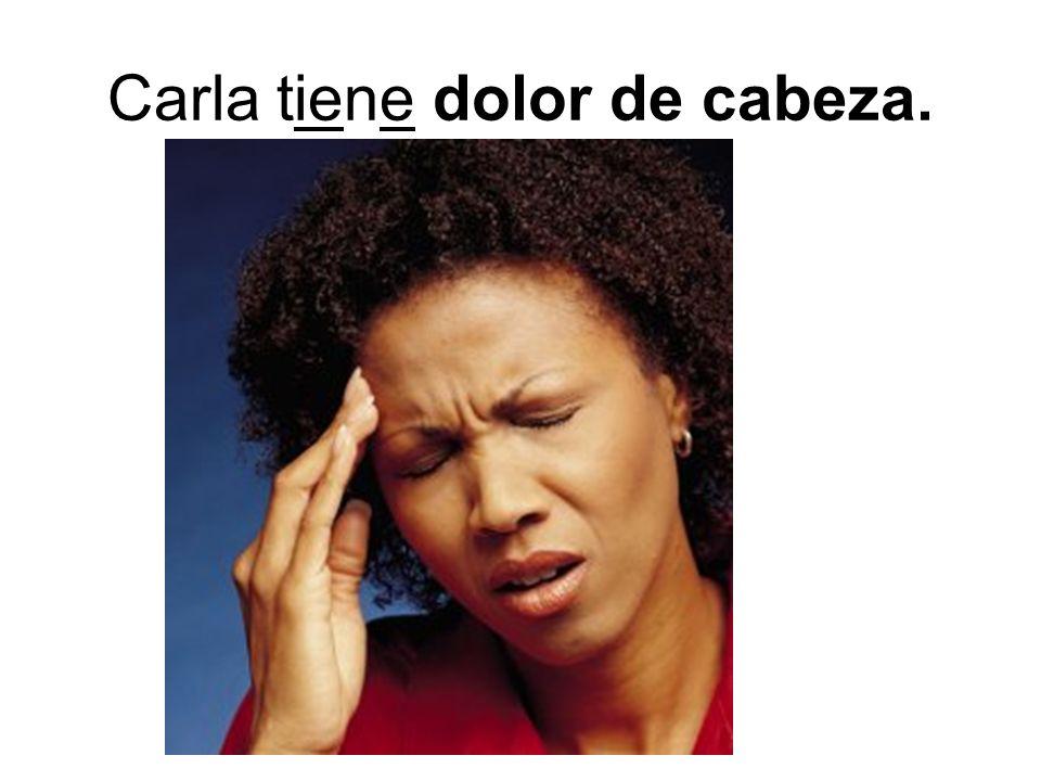 Carla tiene dolor de cabeza.