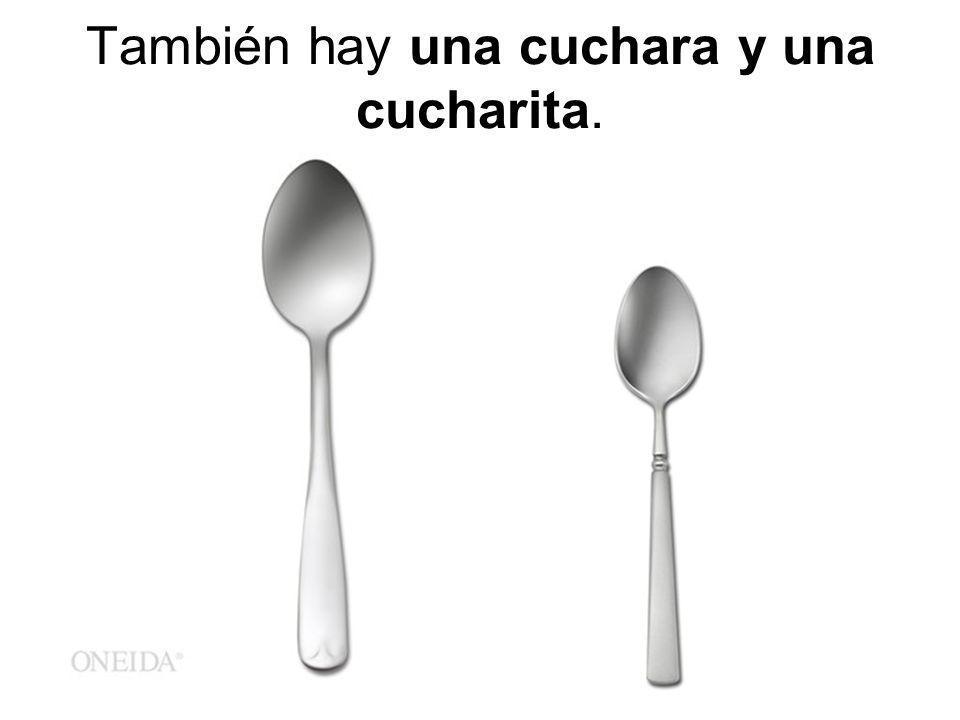 También hay una cuchara y una cucharita.