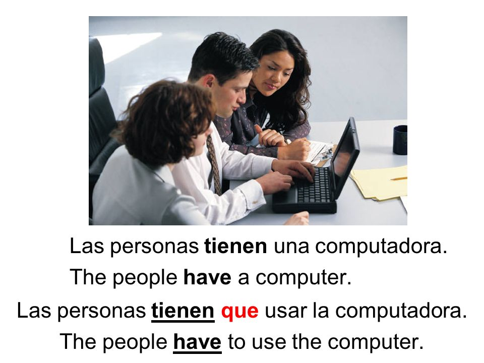 Las personas tienen una computadora. The people have a computer.