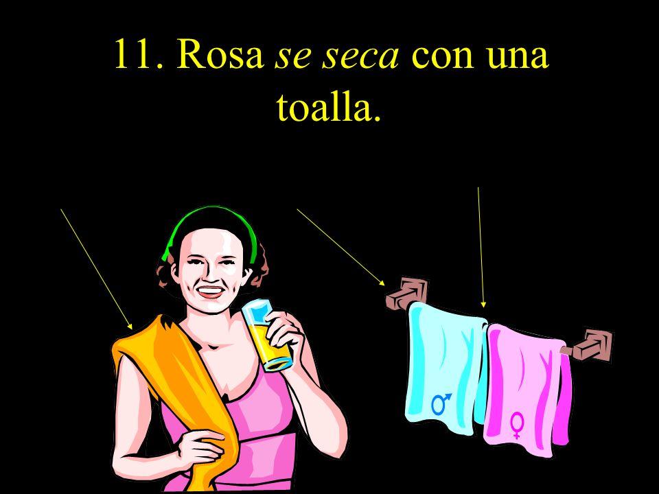 11. Rosa se seca con una toalla.