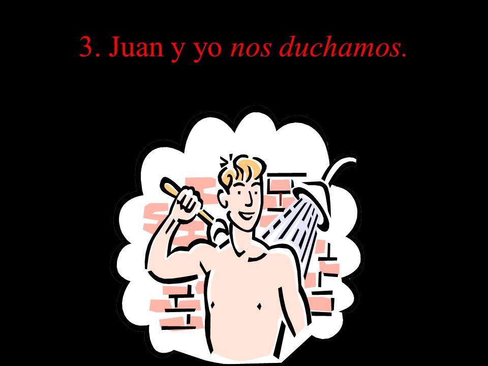 3. Juan y yo nos duchamos.