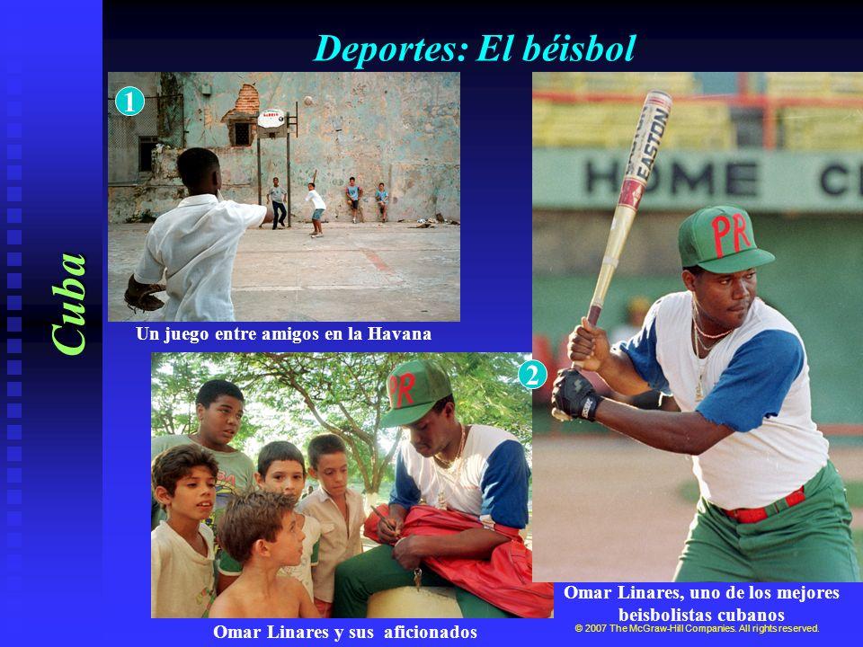 Deportes: El béisbol Cuba © 2007 The McGraw-Hill Companies. All rights reserved. Omar Linares, uno de los mejores beisbolistas cubanos Un juego entre