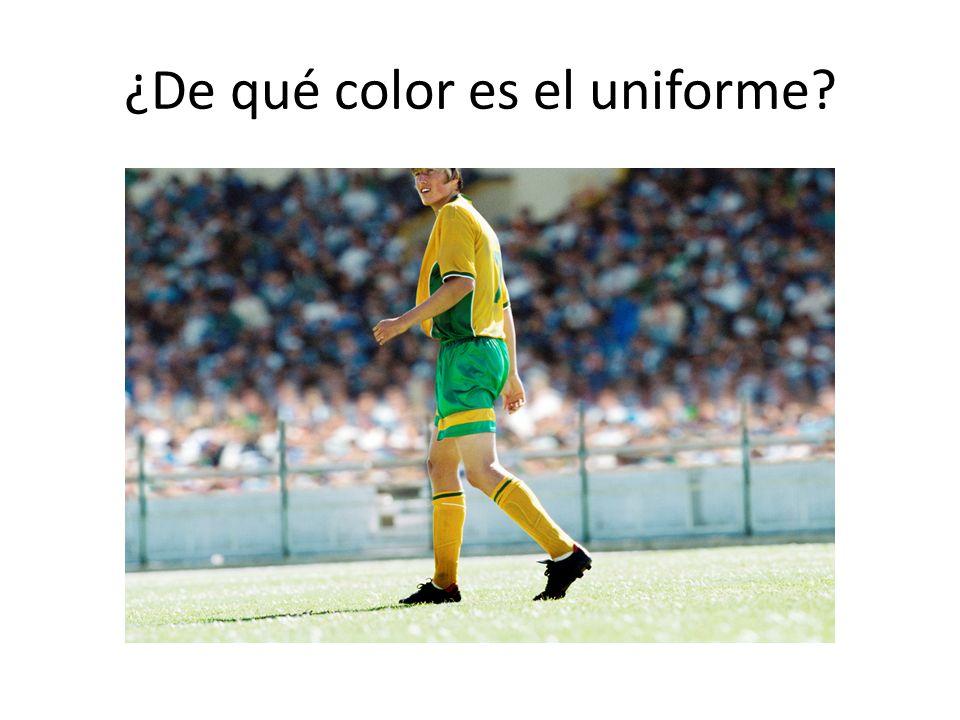 ¿De qué color es el uniforme?