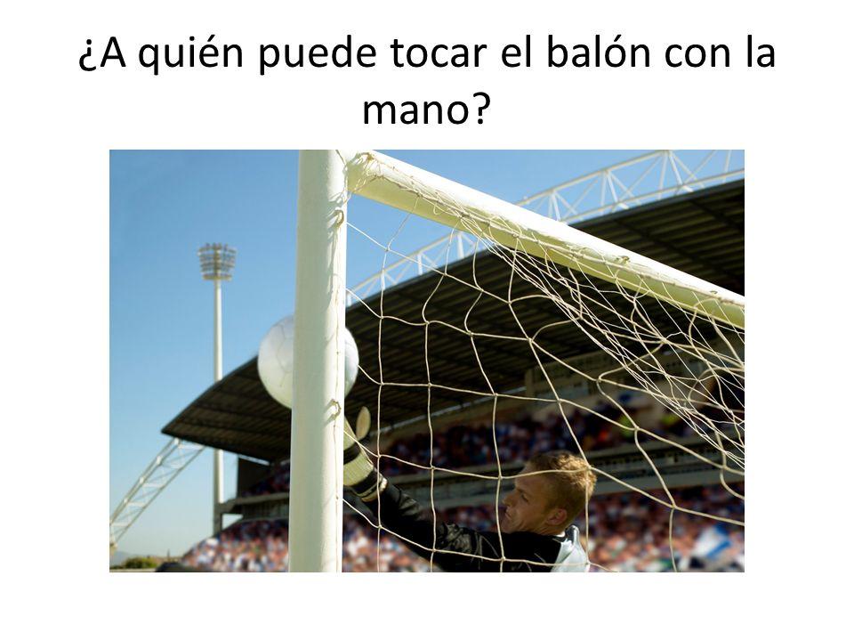 ¿A quién puede tocar el balón con la mano?