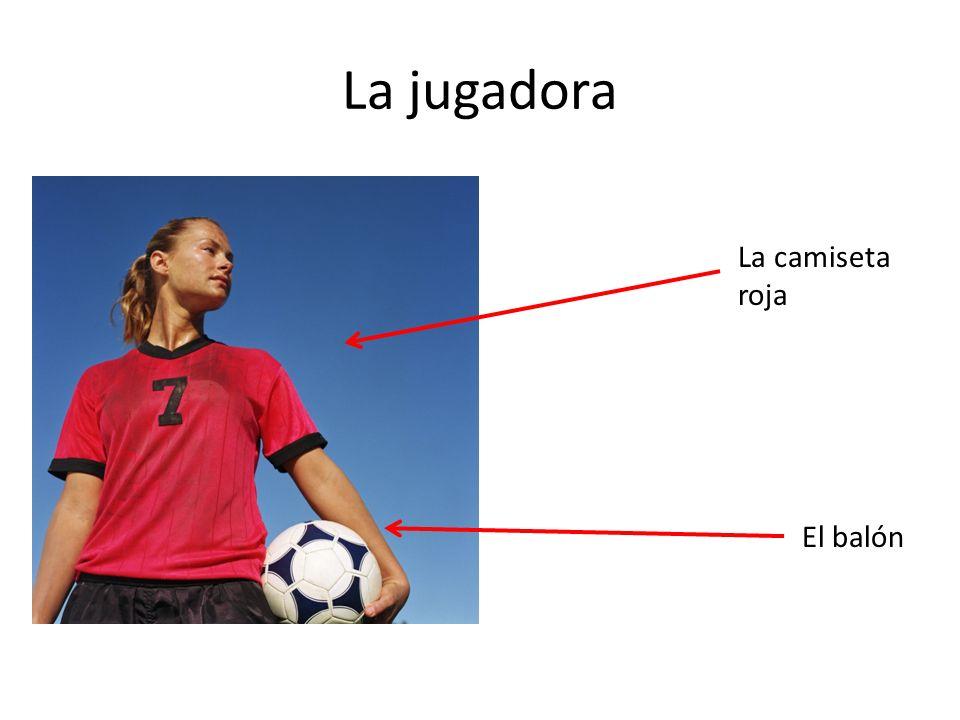 La jugadora La camiseta roja El balón
