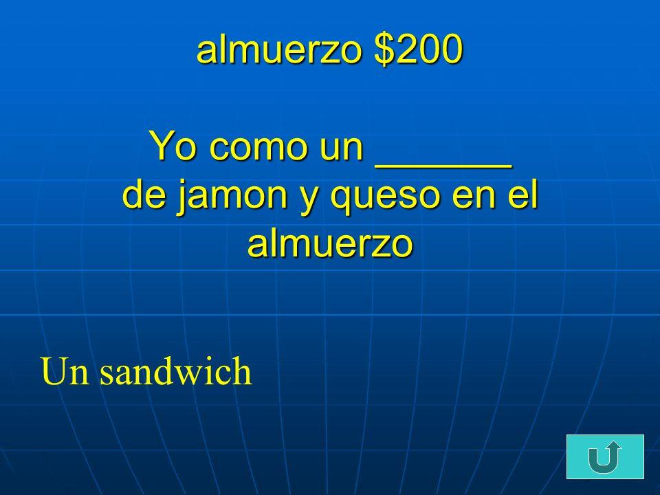 C2-$100 almuerzo $100 Me gusta comer _________ con papas fritas Las hamburguesas