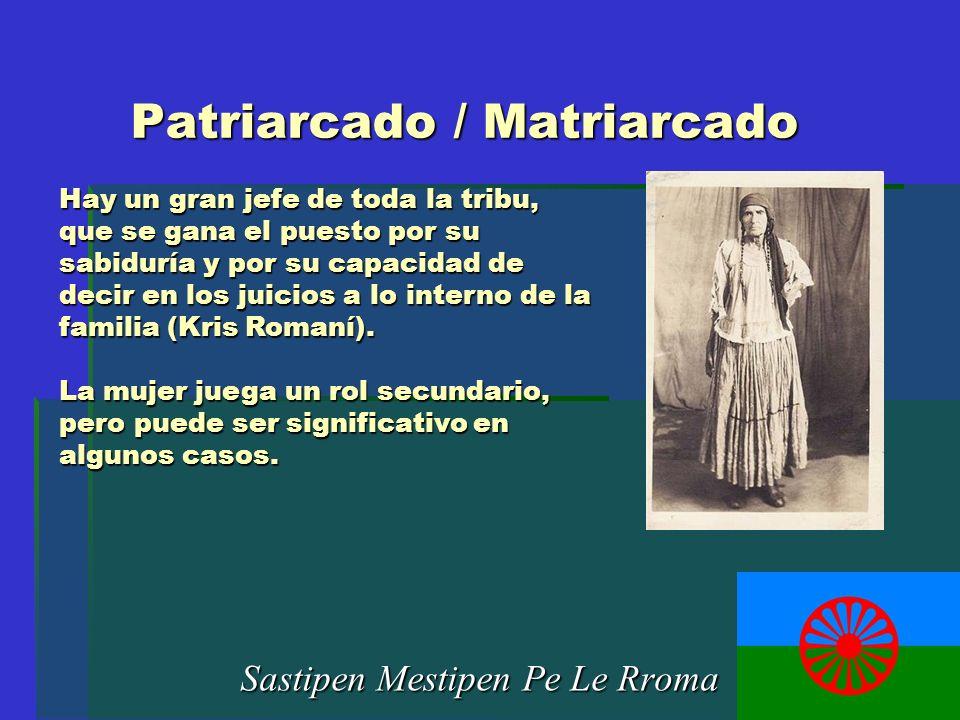 Patriarcado / Matriarcado Sastipen Mestipen Pe Le Rroma Hay un gran jefe de toda la tribu, que se gana el puesto por su sabiduría y por su capacidad d