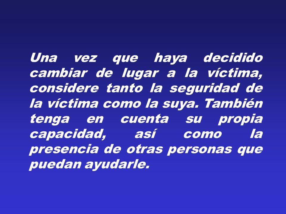 Una vez que haya decidido cambiar de lugar a la víctima, considere tanto la seguridad de la víctima como la suya. También tenga en cuenta su propia ca