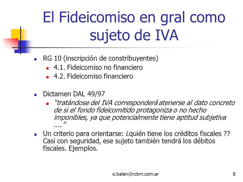 o.balan@rcbm.com.ar19 Adjudicación de las unidades Dictamen DAT 16-2006 No corresponde aplicar el tratamiento impositivo del consorcio- condominio (Dictamen N° 1/82 (DATyJ) Dictamen N° 47/83 (DATyJ), cuyo criterio receptara el Dictamen N° 41/85 (DATyJ) porque la propiedad del inmueble la tiene la fiduciaria y no los fiduciantes-beneficiarios En el consorcio-condominio la adjudicación y división del condominio no constituye venta El consorcio-condominio no es sujeto de IVA pero se inscribe para acumular crédito fiscal y transferirlo a los condóminos Resp Inscriptos La propiedad siempre perteneció a los consorcistas El fideicomiso encuadra como empresa constructora a los fines del art.