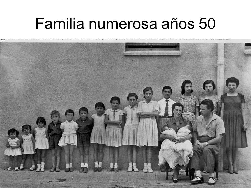 15/02/2014Pilar Morollón IES San Isidro26 Familia numerosa años 50