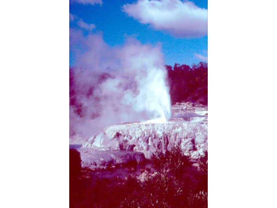 Actividad eruptiva EFUSIVA Emisión pausada de lava Volcán Hawaiano Actividad eruptiva EXPLOSIVA Expulsión violenta de piroclastos.
