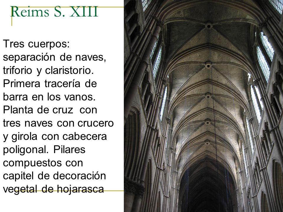 Gótico 31 Reims S. XIII Tres cuerpos: separación de naves, triforio y claristorio. Primera tracería de barra en los vanos. Planta de cruz con tres nav
