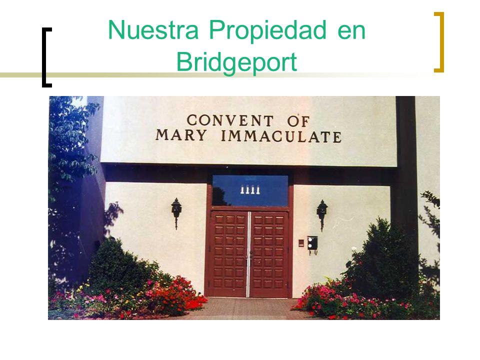 Diciembre 5,1980 Se firma la transferencia de la Propiedad de Bridgeport Presesntes esta de Izaquierda a Derecha; Obispo Walter Curits Elisa Spinola, Monseñor Campañone, y Madre María Ibarrola