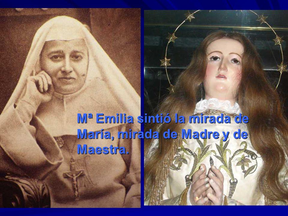 Mª Emilia sintió la mirada de María, mirada de Madre y de Maestra.