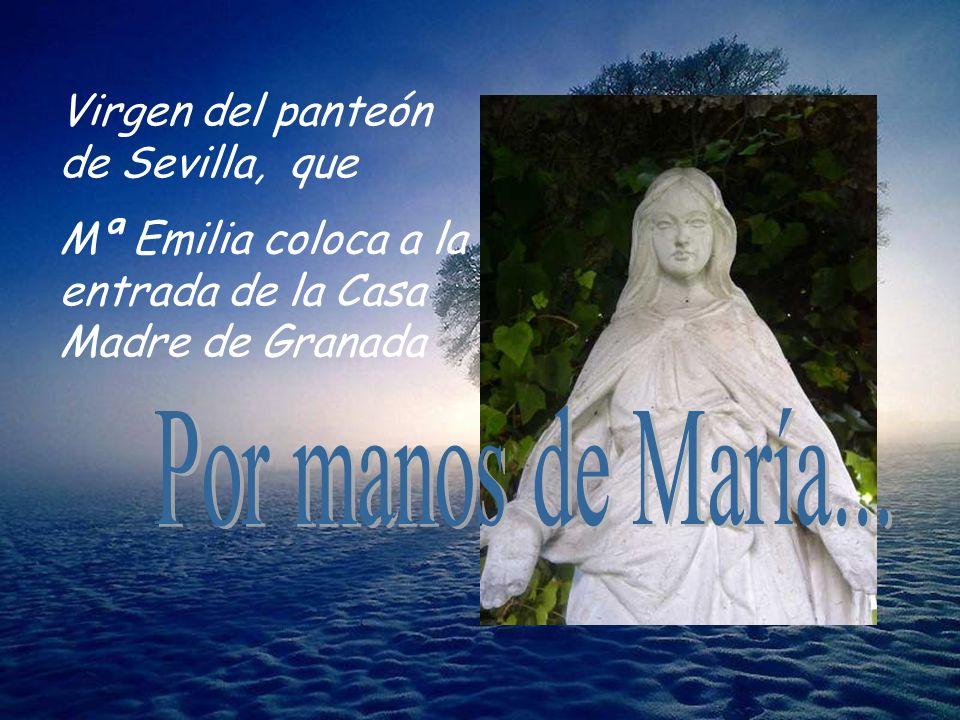 Virgen del panteón de Sevilla, que Mª Emilia coloca a la entrada de la Casa Madre de Granada