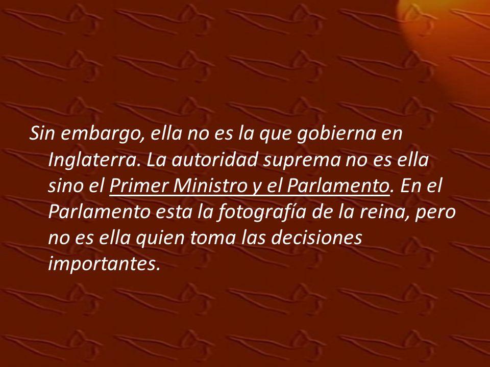 La reina es para los desfiles, las fiestas importantes y firma los tratados y las leyes, pero los tratados y las leyes fueron elaborados por el Primer Ministro y el Parlamento.