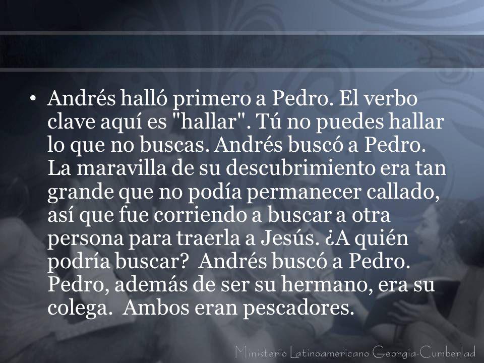 Andrés halló primero a Pedro. El verbo clave aquí es