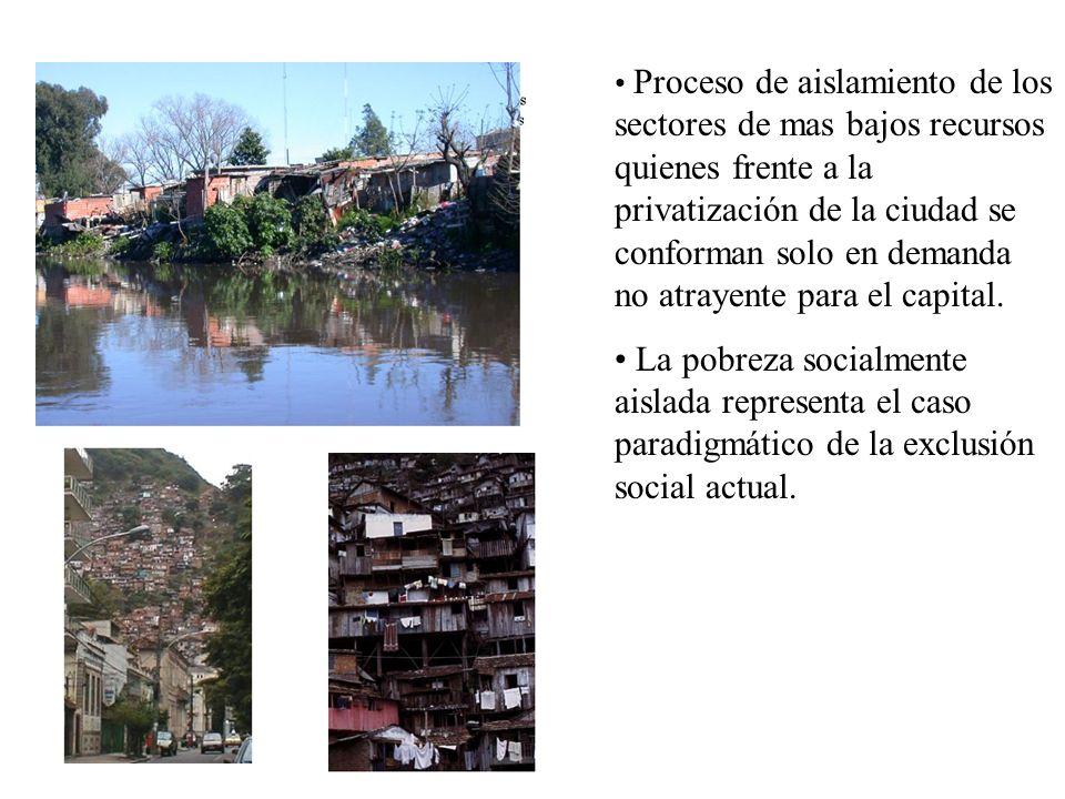 La suburbanización de los sectores altos ingresos, configurada por enclaves de baja densidad, plantea una disputa por espacios intersticiales de la periferia tradicionalmente urbanizado por sectores populares.