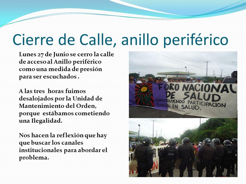Cierre de Calle, anillo periférico Lunes 27 de Junio se cerro la calle de acceso al Anillo periférico como una medida de presión para ser escuchados.