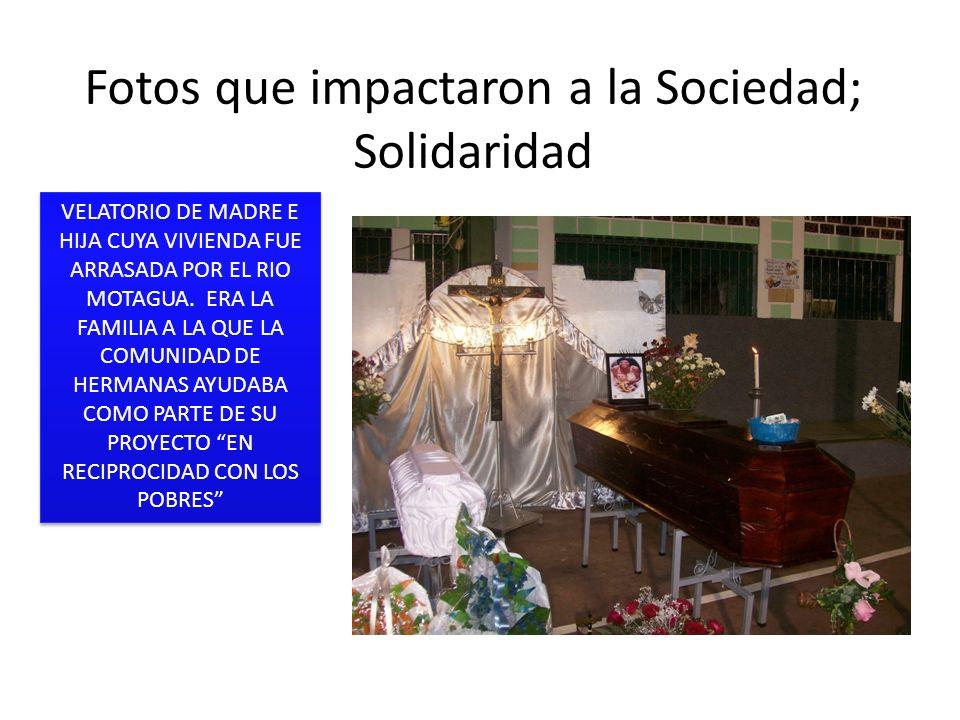 Fotos que impactaron a la Sociedad; Solidaridad VELATORIO DE MADRE E HIJA CUYA VIVIENDA FUE ARRASADA POR EL RIO MOTAGUA. ERA LA FAMILIA A LA QUE LA CO