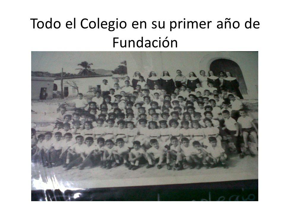 Todo el Colegio en su primer año de Fundación