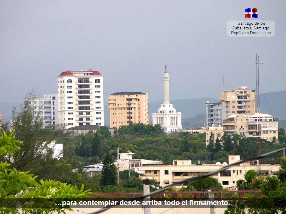 Santiago de los Caballeros. Santiago, República Dominicana. …debemos subir hacia el monumento…