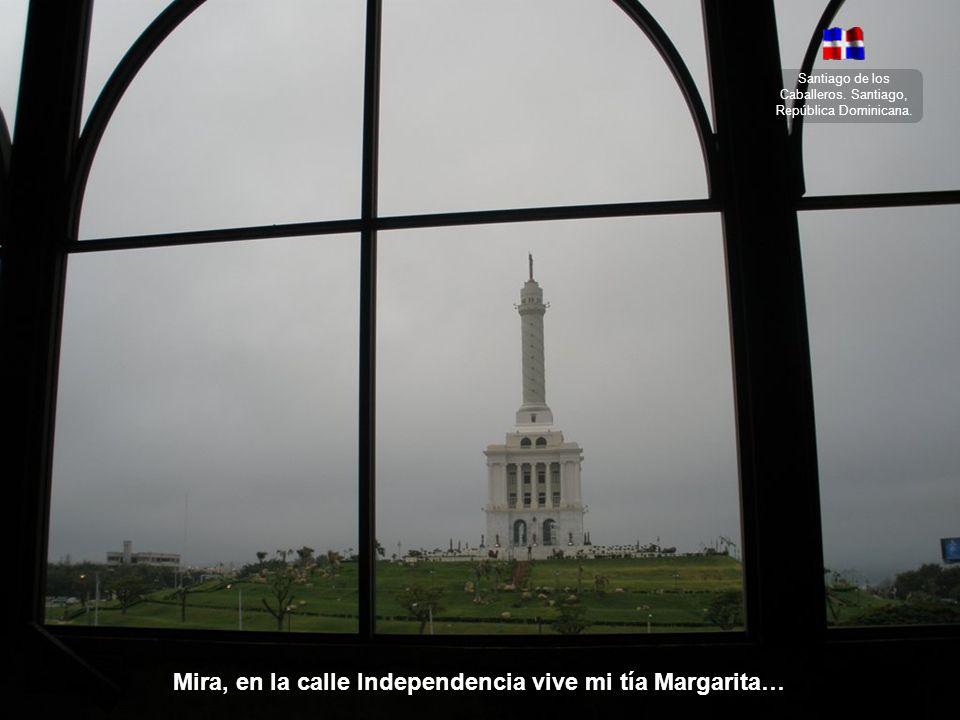 Santiago de los Caballeros. Santiago, República Dominicana. Quiero ir a Santiago de noche, a pasear por el parque en un coche.