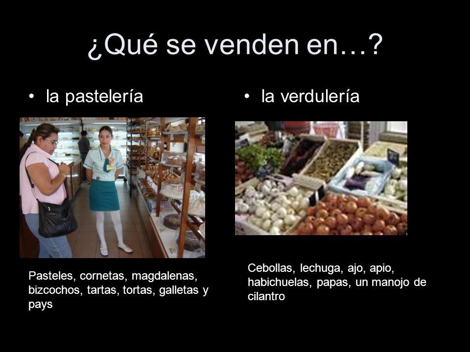 ¿Qué se venden en…? la pasteleríala verdulería Pasteles, cornetas, magdalenas, bizcochos, tartas, tortas, galletas y pays Cebollas, lechuga, ajo, apio