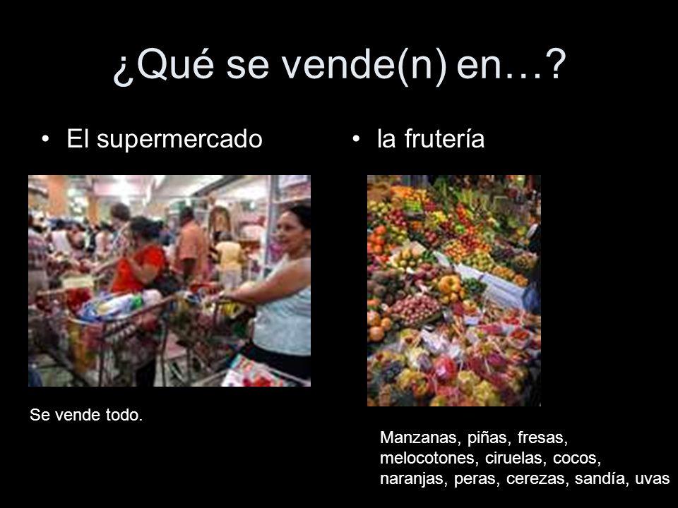 ¿Qué se vende(n) en…? El supermercadola frutería Se vende todo. Manzanas, piñas, fresas, melocotones, ciruelas, cocos, naranjas, peras, cerezas, sandí