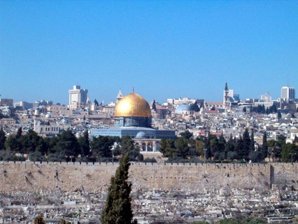Y por encima del Muro, la Mezquita de Omar... Y por encima del Muro, la Mezquita de Omar...