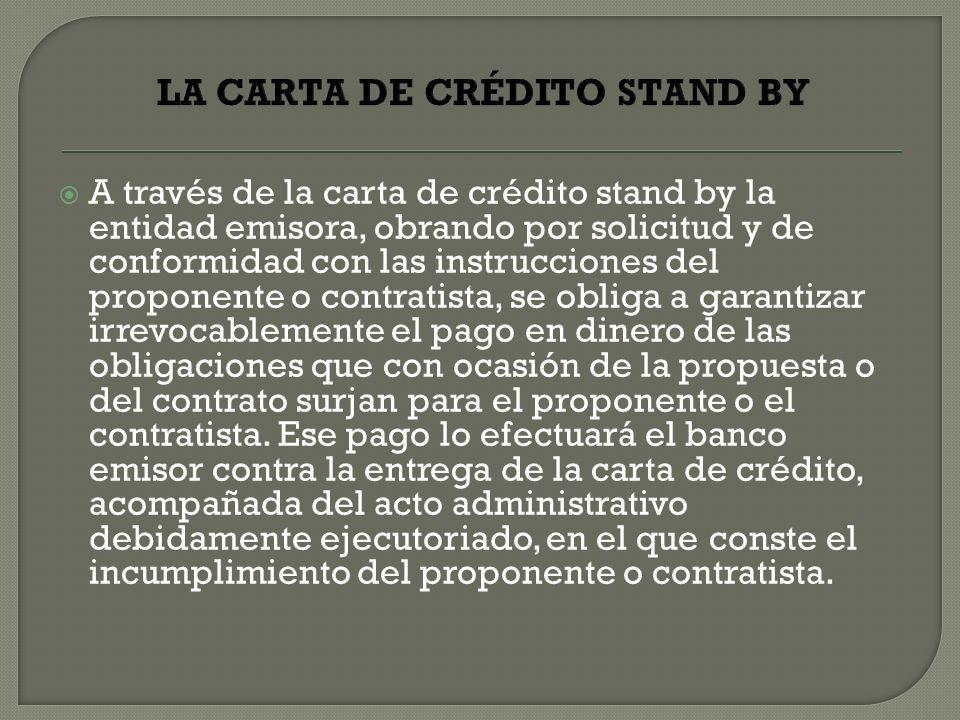 A través de la carta de crédito stand by la entidad emisora, obrando por solicitud y de conformidad con las instrucciones del proponente o contratista