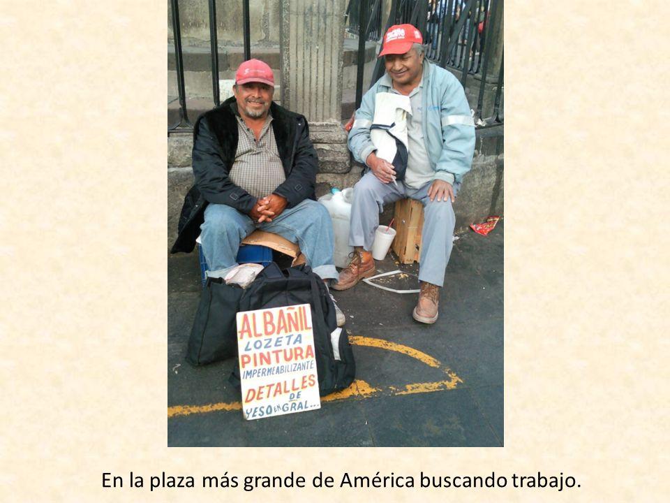 En la plaza más grande de América buscando trabajo.