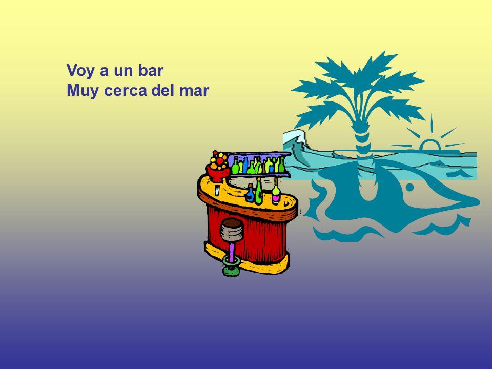 Voy a un bar Muy cerca del mar