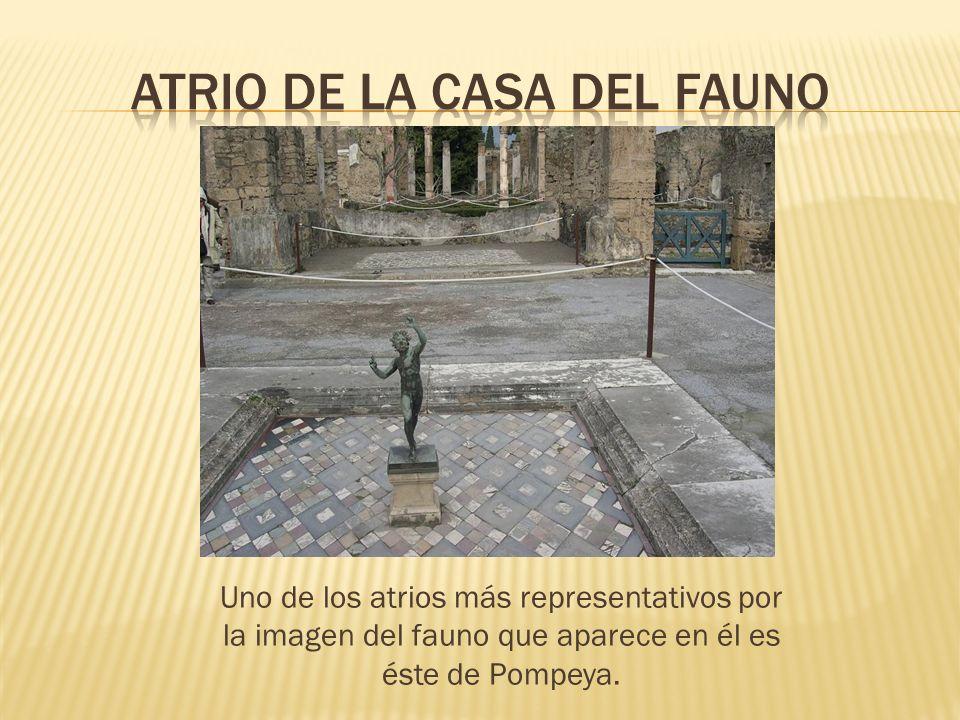 Uno de los atrios más representativos por la imagen del fauno que aparece en él es éste de Pompeya.