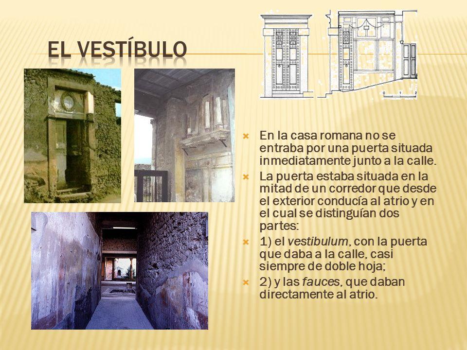 En la casa romana no se entraba por una puerta situada inmediatamente junto a la calle. La puerta estaba situada en la mitad de un corredor que desde