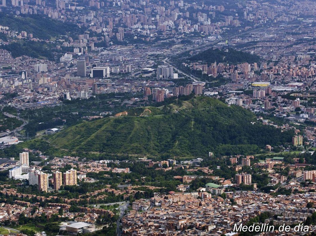 Región industrial competitiva: 5 clúster estratégicos de negocios y 1 más en desarrollo café, banano, flores, minería (oro) El departamento de Antioquia aporta más del 15% PIB a Colombia Economía sólida