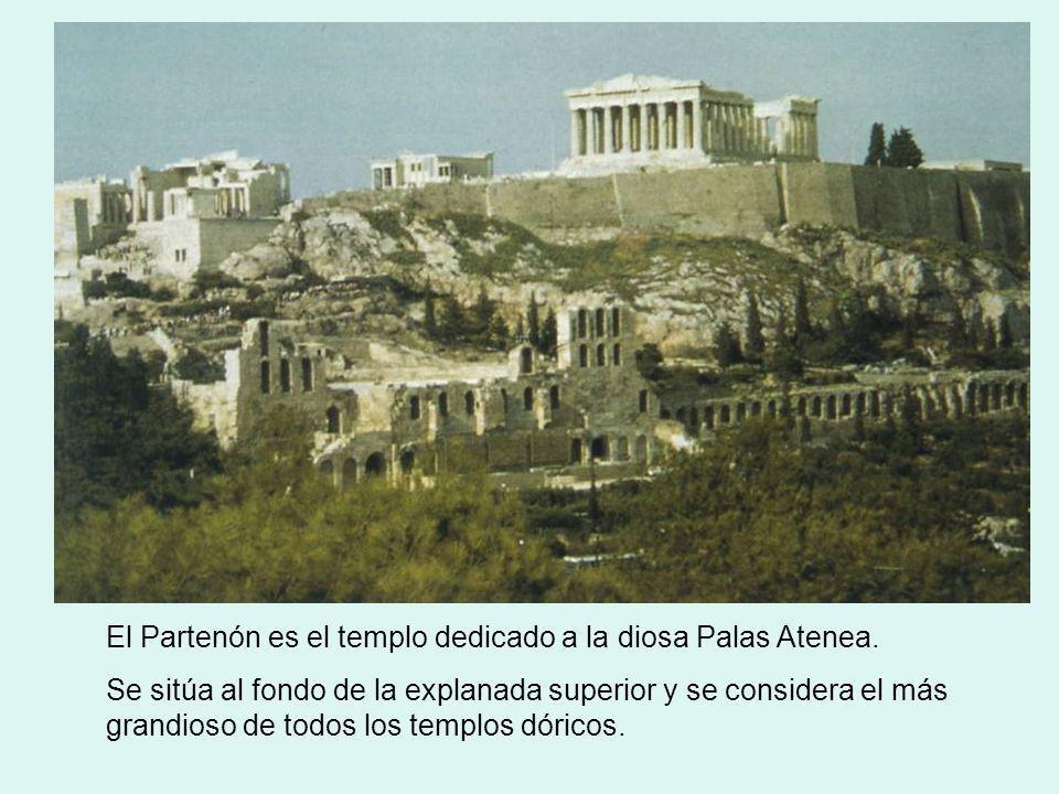 El Partenón es el templo dedicado a la diosa Palas Atenea. Se sitúa al fondo de la explanada superior y se considera el más grandioso de todos los tem