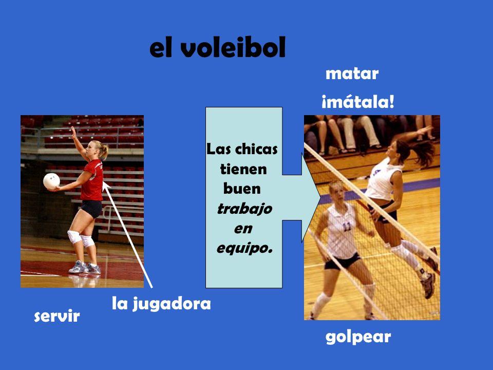el voleibol servir la jugadora matar ¡mátala! golpear Las chicas tienen buen trabajo en equipo.