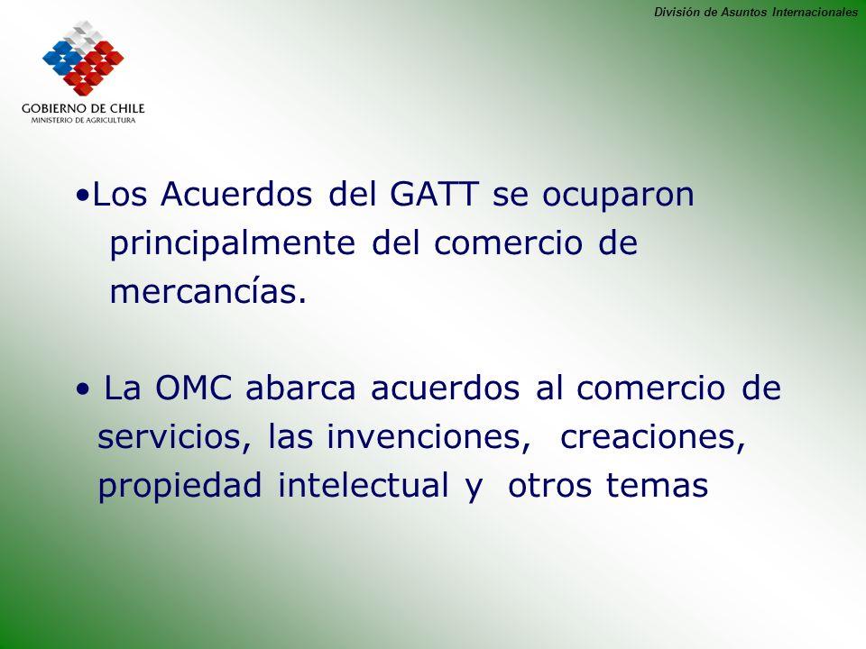 División de Asuntos Internacionales Los Acuerdos del GATT se ocuparon principalmente del comercio de mercancías. La OMC abarca acuerdos al comercio de