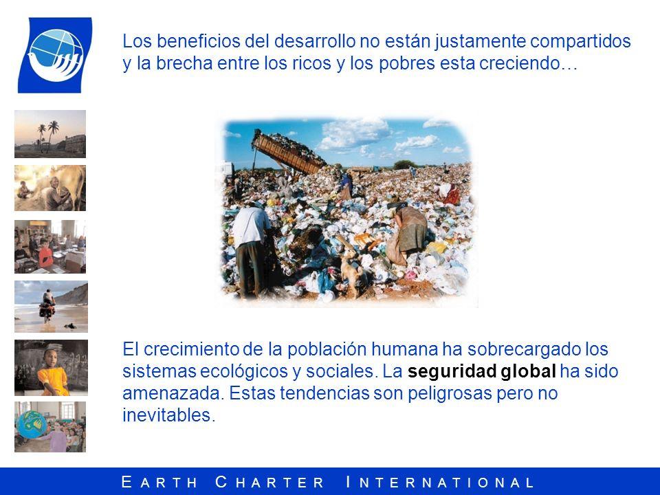 E A R T H C H A R T E R I N T E R N A T I O N A L Los temas principales de la Carta de la Tierra Responsabilidad universal Respeto Comunidad de la Vida Responsabilidad común Bienestar común Paz y No Violencia Interdependencia Erradicación de la pobreza Desarrollo justo económico Derechos Humanos Democracia