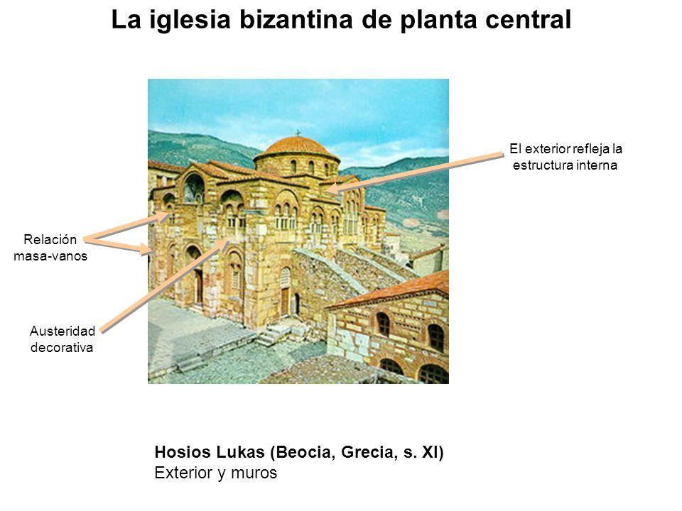 Relación masa-vanos Austeridad decorativa El exterior refleja la estructura interna La iglesia bizantina de planta central Hosios Lukas (Beocia, Greci