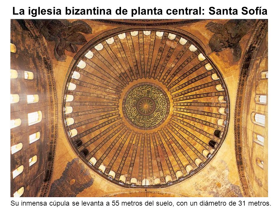 Su inmensa cúpula se levanta a 55 metros del suelo, con un diámetro de 31 metros. La iglesia bizantina de planta central: Santa Sofía